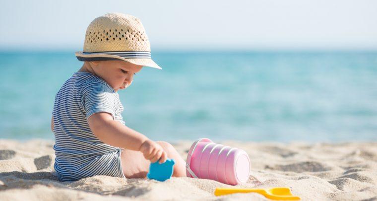 Waarom de eerste vakantie met je baby eigenlijk geen vakantie is