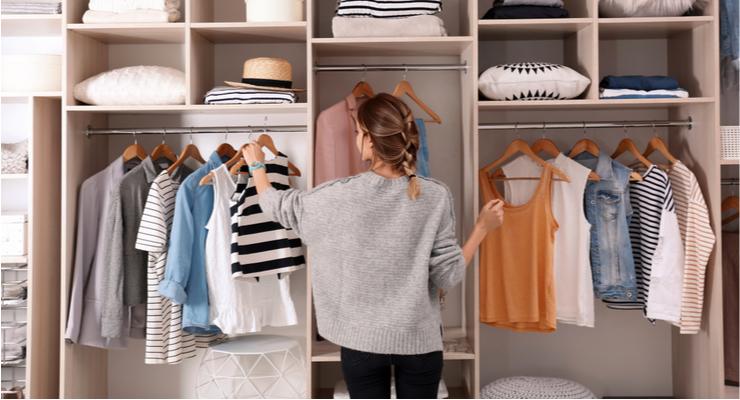 3 fashion items die thuis horen in de kledingkast van elke moeder